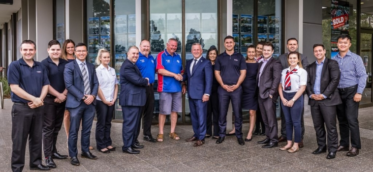 SPONSORSHIP NEWS – BARRY PLANT POINT COOK SIGN UP TO THE POINT COOK FOOTBALL CLUB FOR ANOTHER 4 YEARS